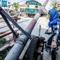 রাজশাহীতে লেভেল ক্রসিং সামলাচ্ছেন এক নারী