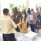 বান্দরবান ক্যান্টনমেন্ট স্কুল ও কলেজে ঝুমের মাধ্যমে নেওয়া পরীক্ষার খাতা জমা দিলেন শিক্ষার্থীরা
