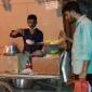 শীতের আগমনী বার্তার সঙ্গে সঙ্গে পাল্লা দিয়ে শীতের পিঠা বিক্রীর ধুম